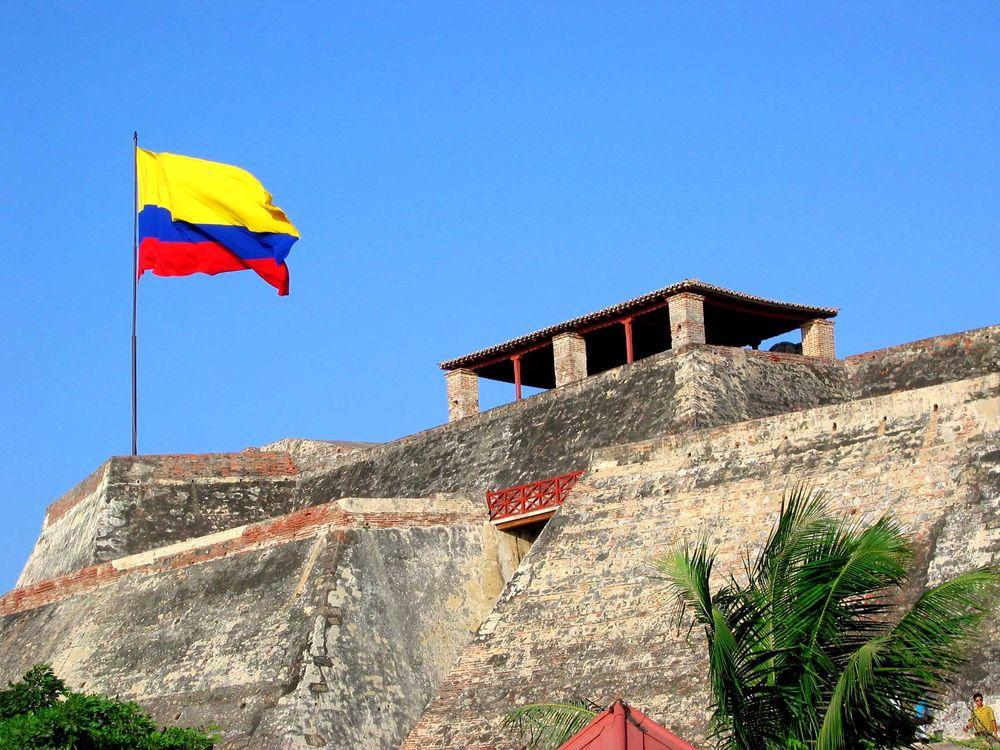 Castillo-San-Felipe-con-Bandera